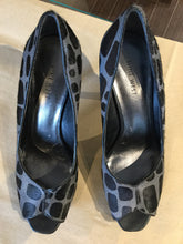 Load image into Gallery viewer, Nine West 9 Black & Grey Pumps