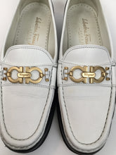 Load image into Gallery viewer, Salvatore Ferragamo 8 B Navy & White Loafers