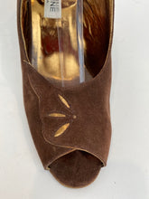 Load image into Gallery viewer, Christine Alta Moda 1970s Size 8 M Brown Vintage Slingbacks