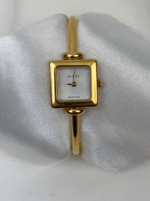 Gucci 1900L 18K Gold Plated Bangle Watch