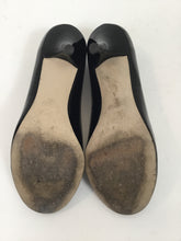 Load image into Gallery viewer, Michael Kors 7.5 Black Patent Pumps