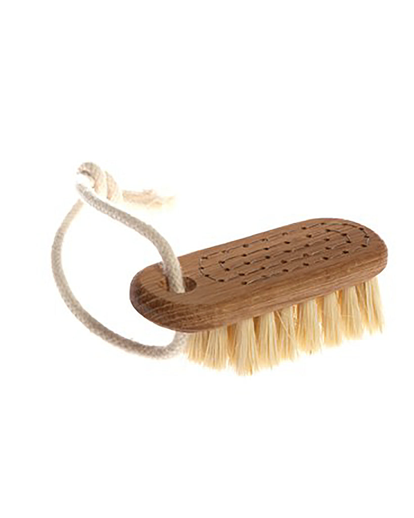 Nail Brush with String. This beautiful nail brush is made with oil treated oak and tampico fibre. The brush has a handy cord so that it can hang available in the shower. White fiber is elastic and waterproof with a certain stiffness but without becoming all too hard which makes the material nice and functional for cleaning of hands and nails.