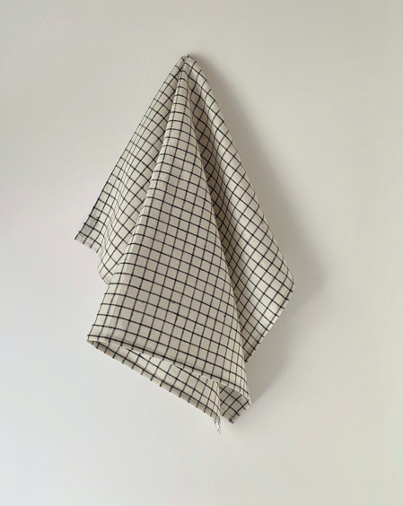 Linen Kitchen Cloth. Our hardest-working kitchen staple and an all-time customer favourite. These cloths are with us from start-to-finish on all cooking tasks—drying dishes, lining a basket, keeping kettles warm, covering dough to rise and cleaning up spills.