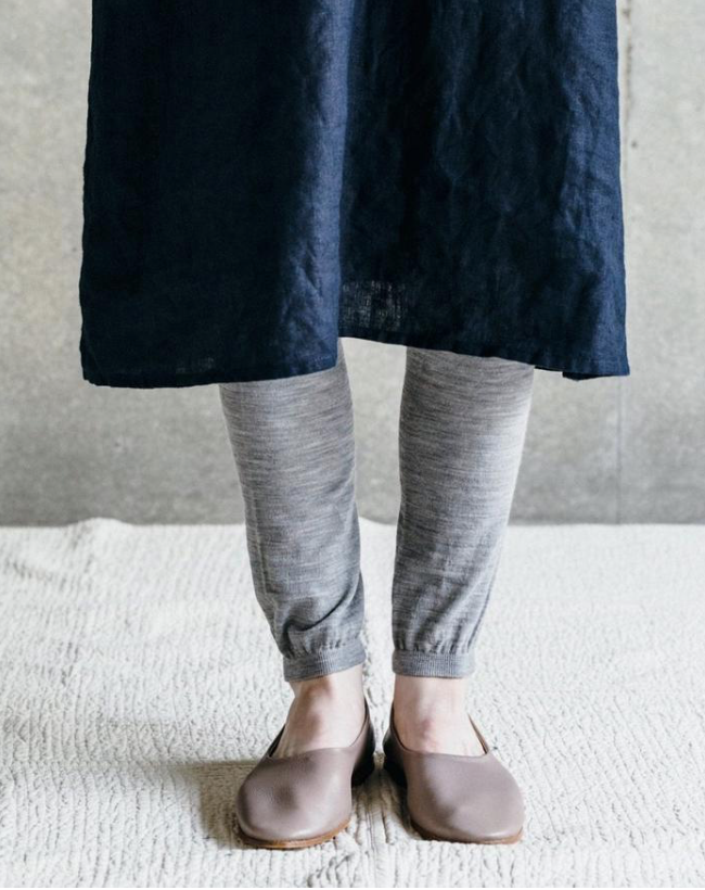 Fog Linen Work Light Weight Linen Leggings. A light-weight wool blend legging meant to add an extra layer of warmth and/or texture. There is a comfortable elastic waist and the leg tapers to a subtly gathered cuff at the ankle. As the fabric is a bit sheer, these are truly intended to be worn as an under-layer.