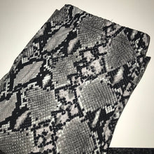 Load image into Gallery viewer, Snake skin Leggings