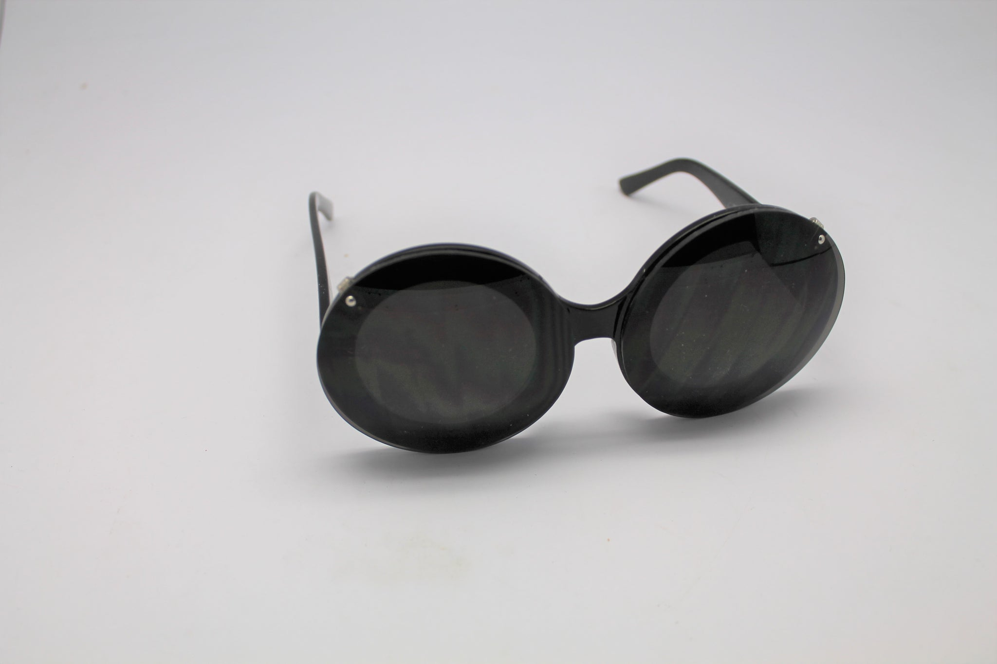 46ace9ca234 ... Clear lenses · Lady gaga Mickey Mouse Flip Retro Paparazzi Sunglasses  Black Frames