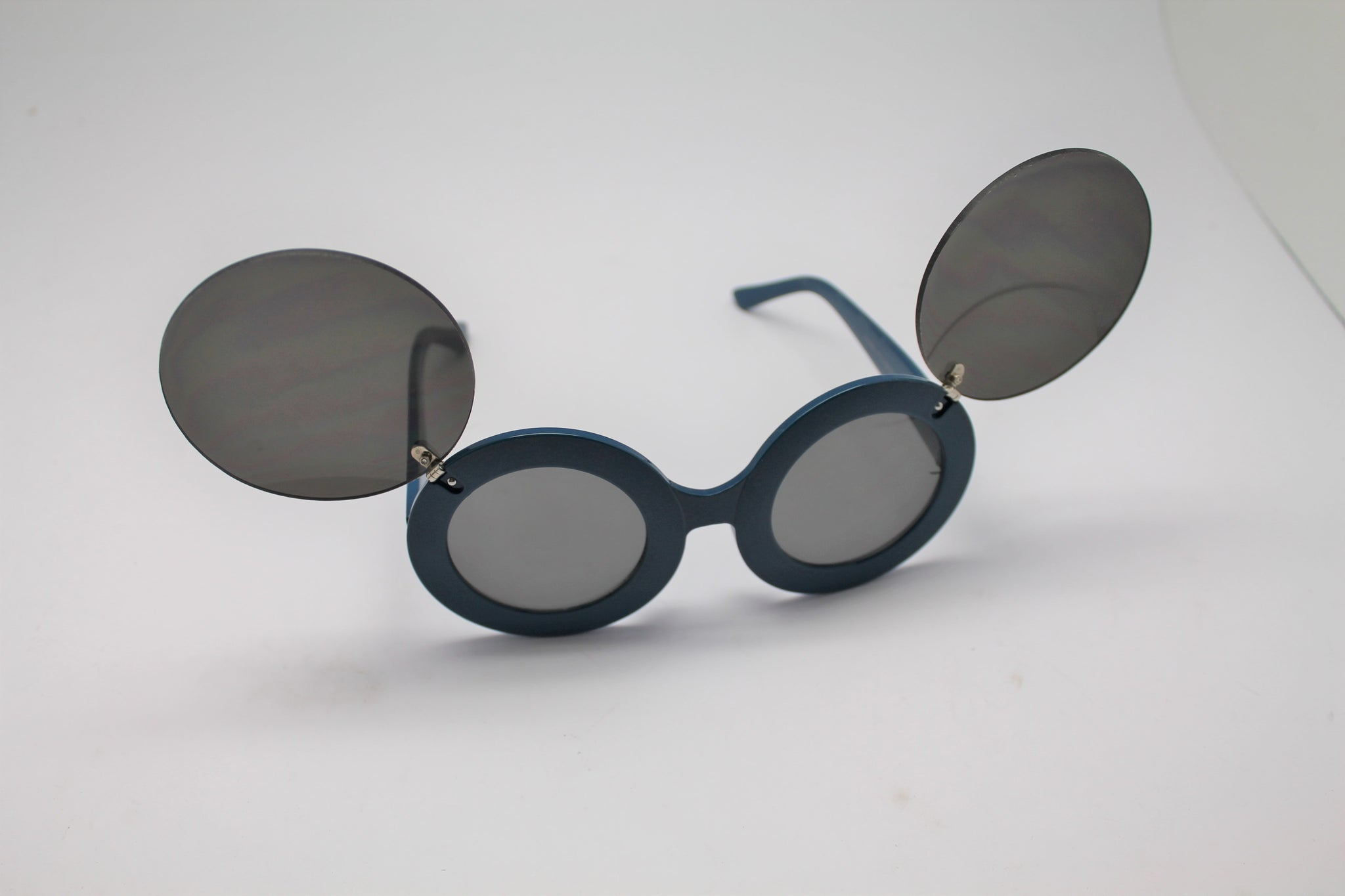 715c9aa51c Lady gaga Mickey Mouse Flip Retro Paparazzi Sunglasses Blue Frames and  lenses