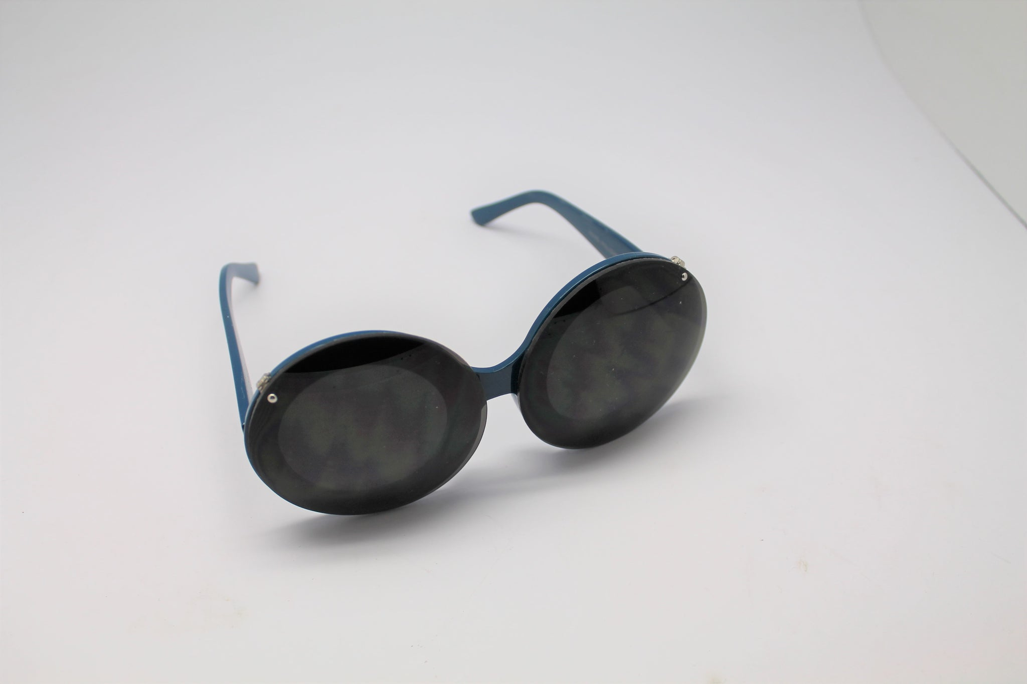 ca3ddf01e37 ... Clear lenses · Lady gaga Mickey Mouse Flip Retro Paparazzi Sunglasses  Blue Frames