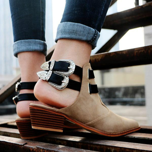 Mid-heeled leather shoes