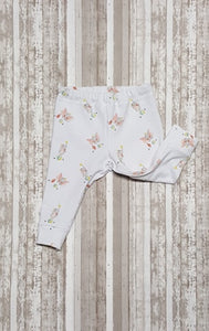 Sweet little leggings for baby in sizes Newborn, 3 mo, & 6/9 mo. Cute baby circus elephants balancing on balls. Nice Baby Shower Gift.