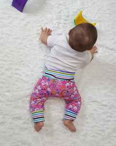 Musical rainbows squishiloones grow with me pants * NO bum circle.  Fits approximately NB to 6 months