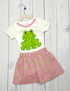 Pink and Green with little frogs on this toddler top and skirt set in size 18 months! *
