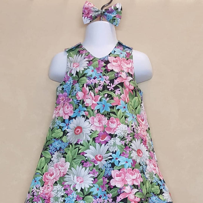Beautiful and bright floral infant reversible dress in size 12 months. *