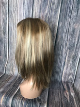 "Load image into Gallery viewer, 18"" Dahlia Full Wig Precut Wig Layered in Medium"