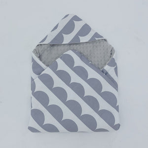 Little Love 5 Point car seat blanket  Grey Scallop