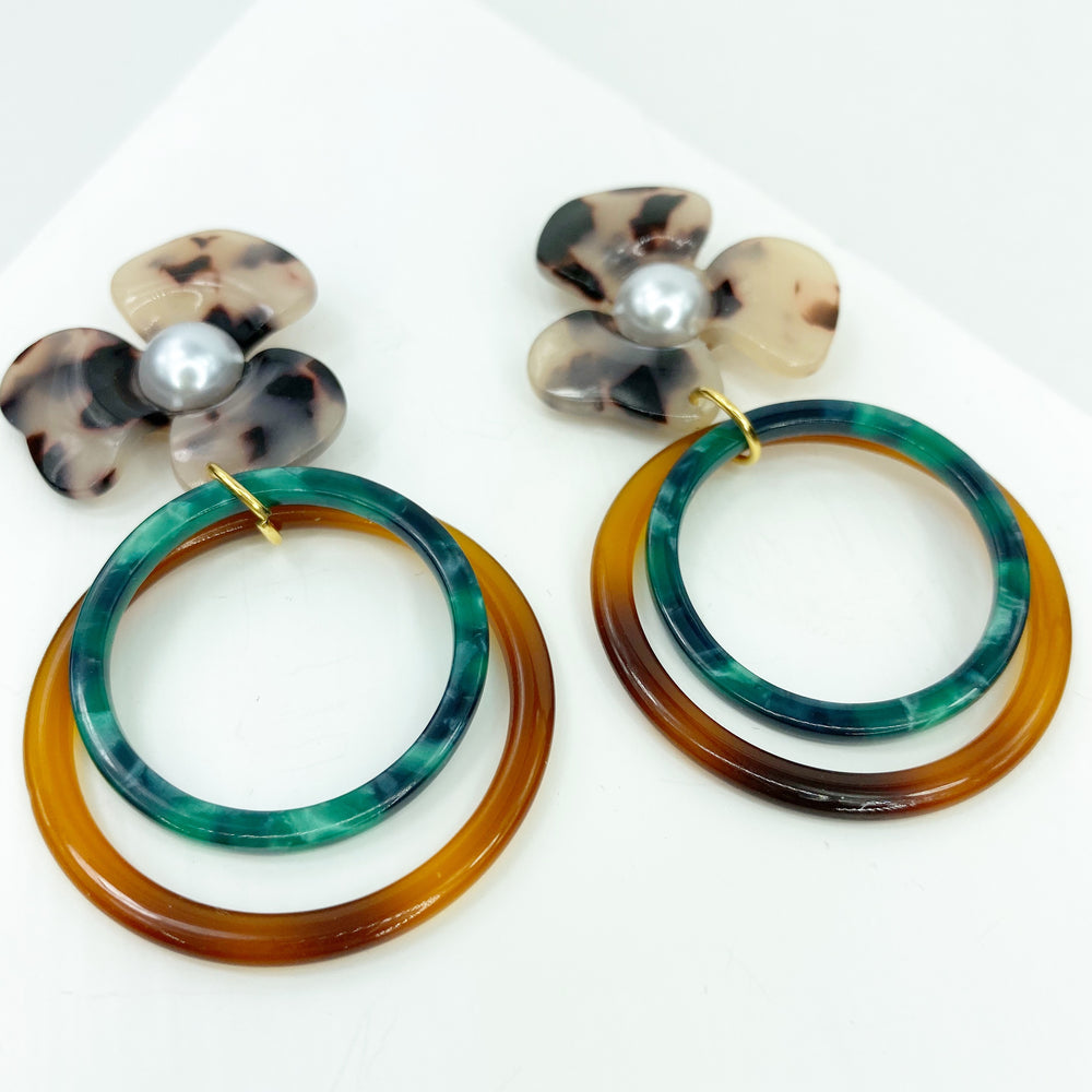 Pearl Water Poppy in Blonde Tortoise with Brown and Green Double Drop Hoop