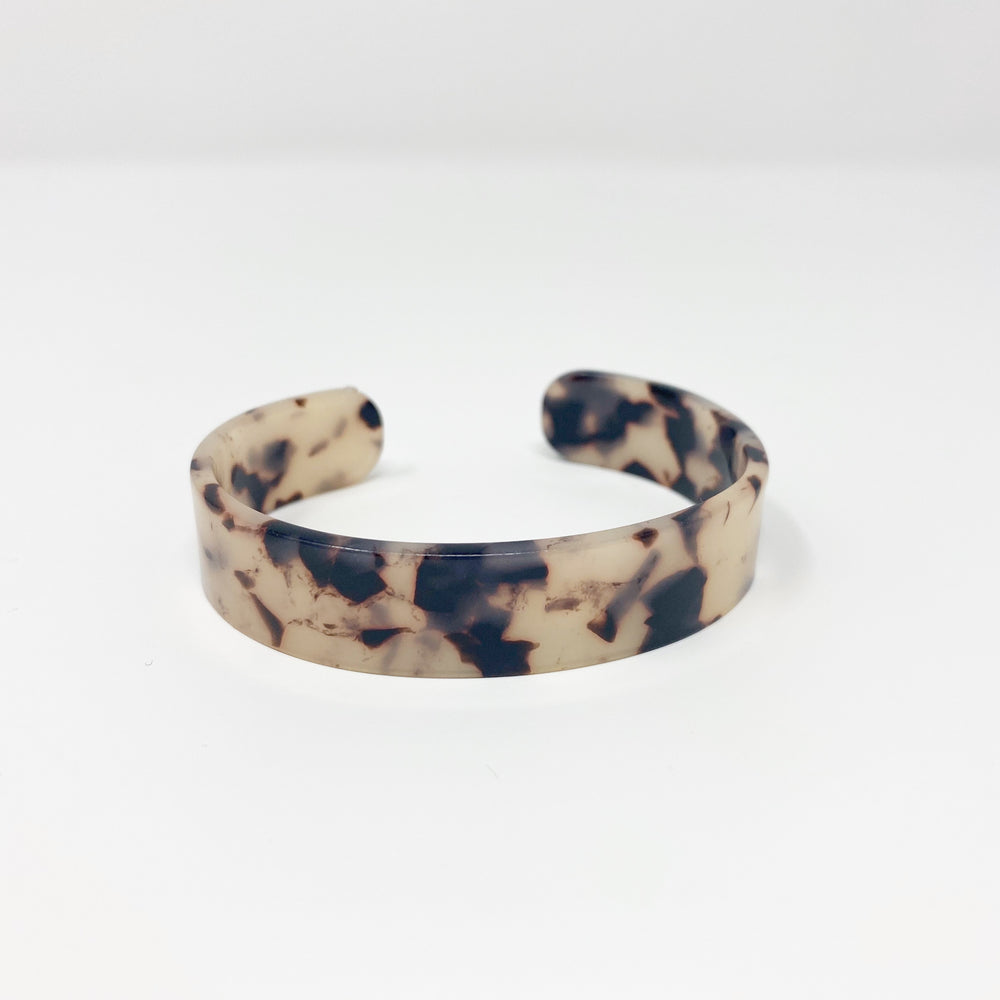 Medium Cuff in Black and White Tortoise
