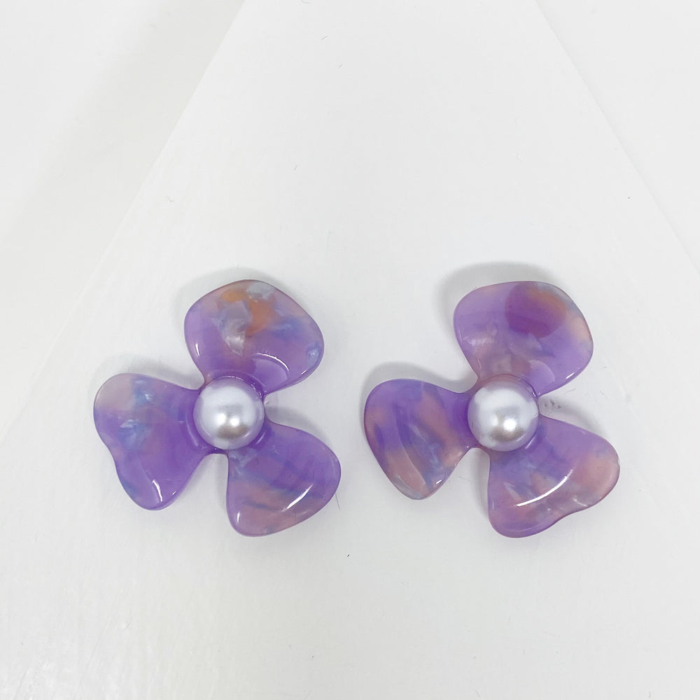 Pearl Water Poppy Studs in Purple