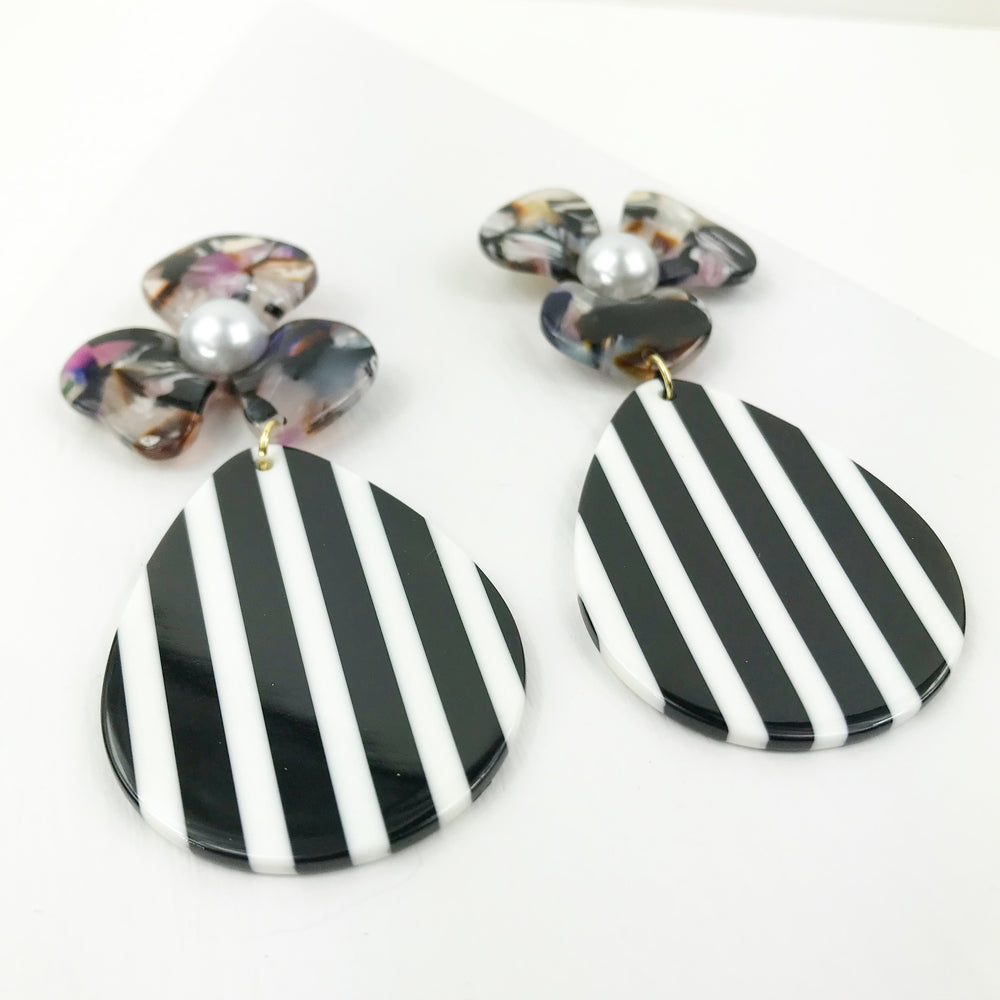 Pearl Water Poppy in Multicolor with Black and White Stripe Teardrop