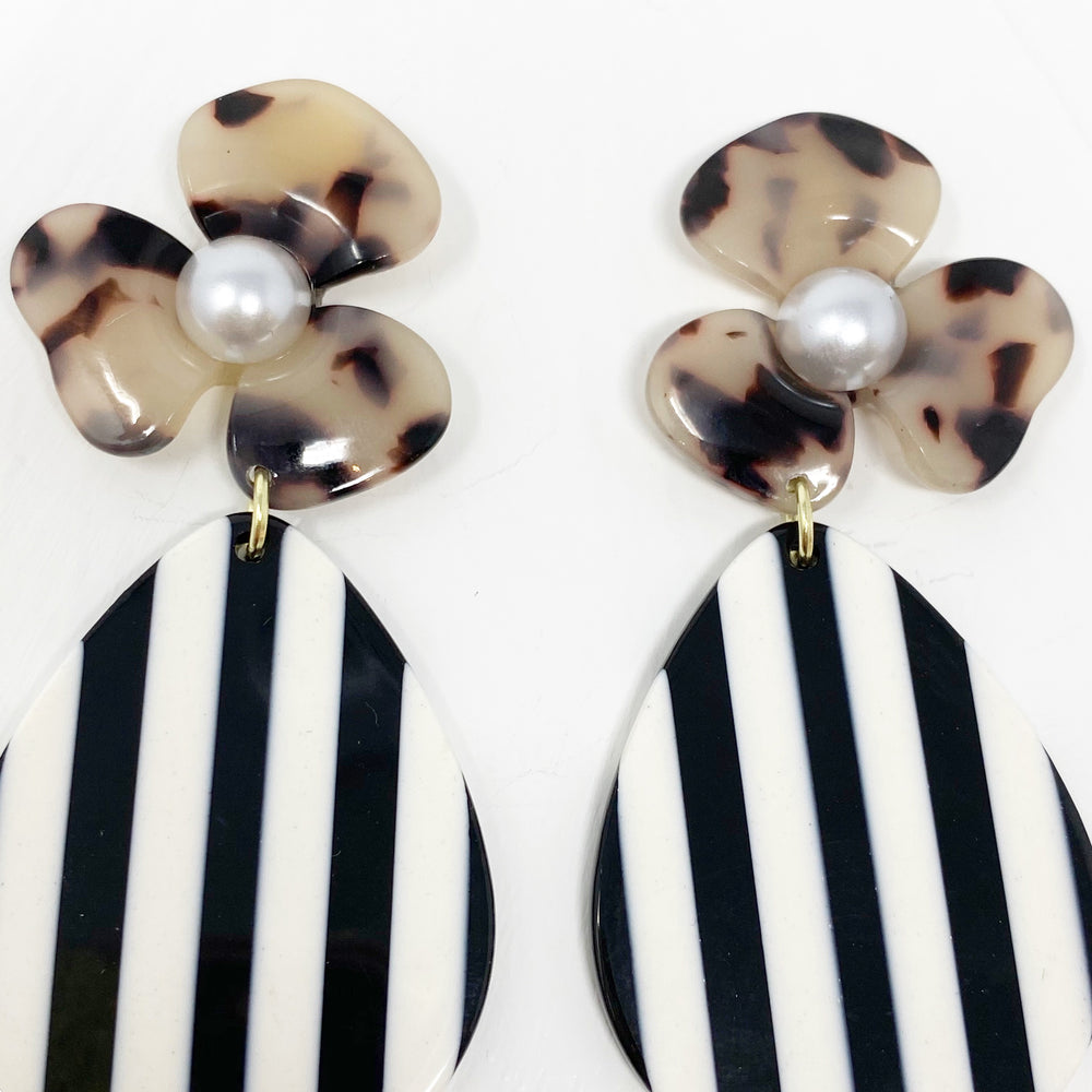 Pearl Water Poppy in Blonde Tortoise with Black and White Stripe Teardrop