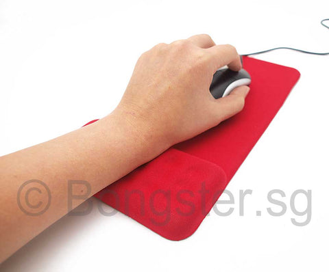 mousepad with wristrest in use