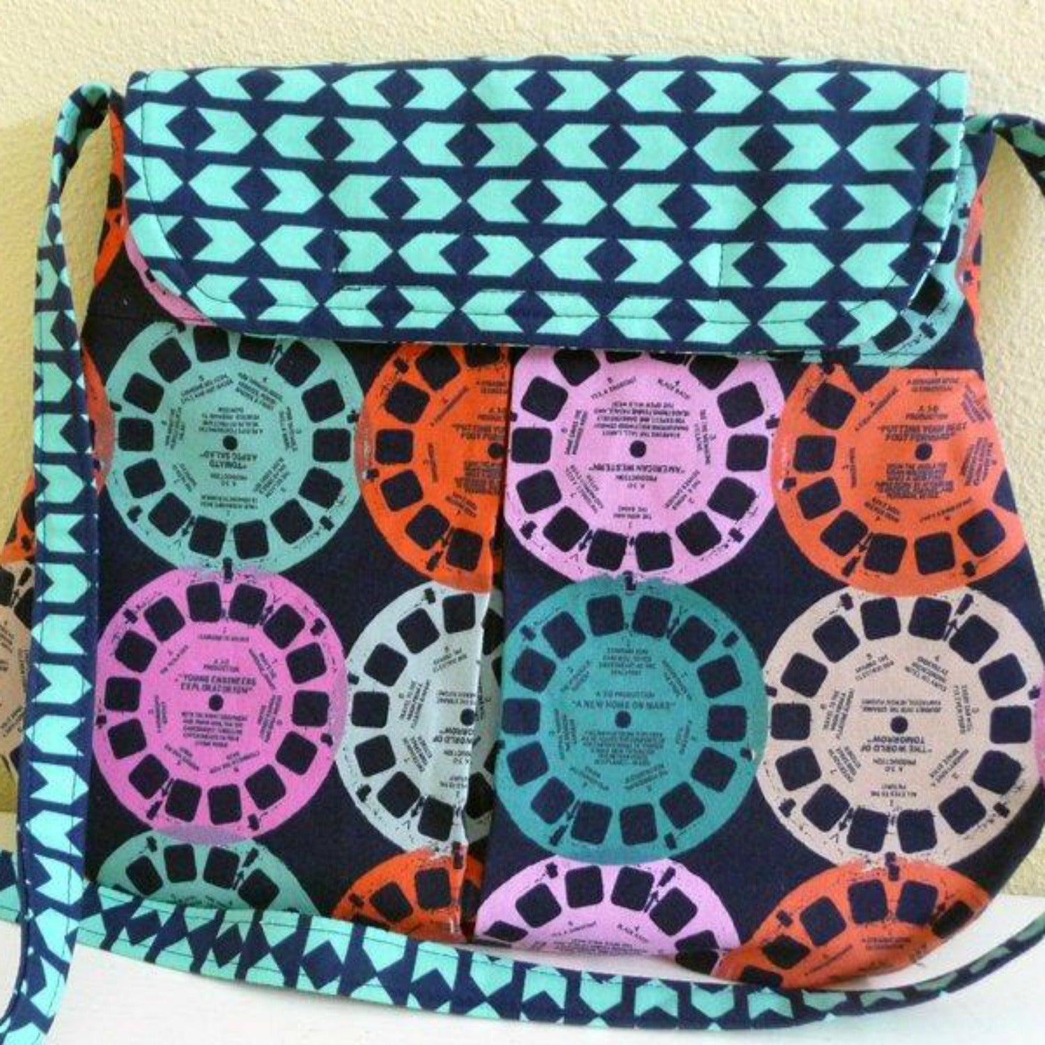 Retro Viewfinder Pleated Shoulder Bag purse
