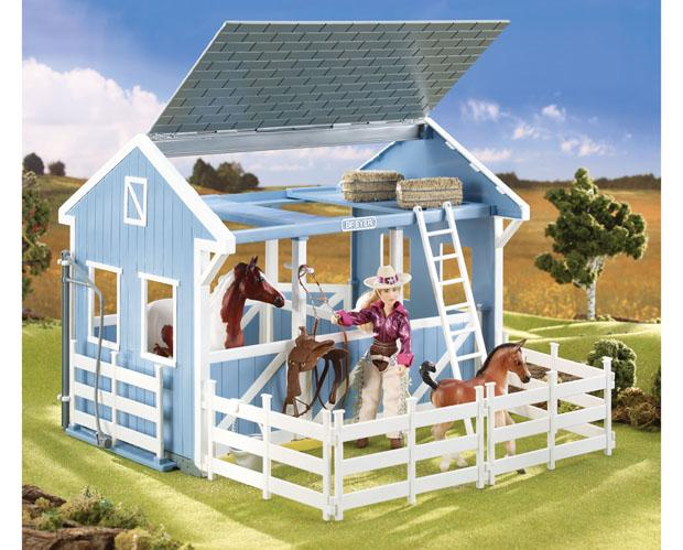 Breyer Classics Country Stable