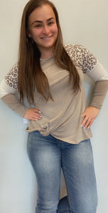 Colorblock animal print front knotted shirt
