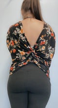 Load image into Gallery viewer, Floral open back shirt