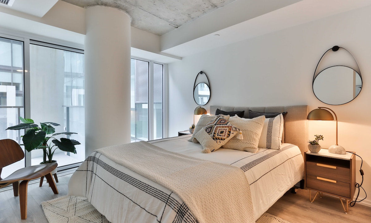 make your bedroom sexier by decluttering and cleaning