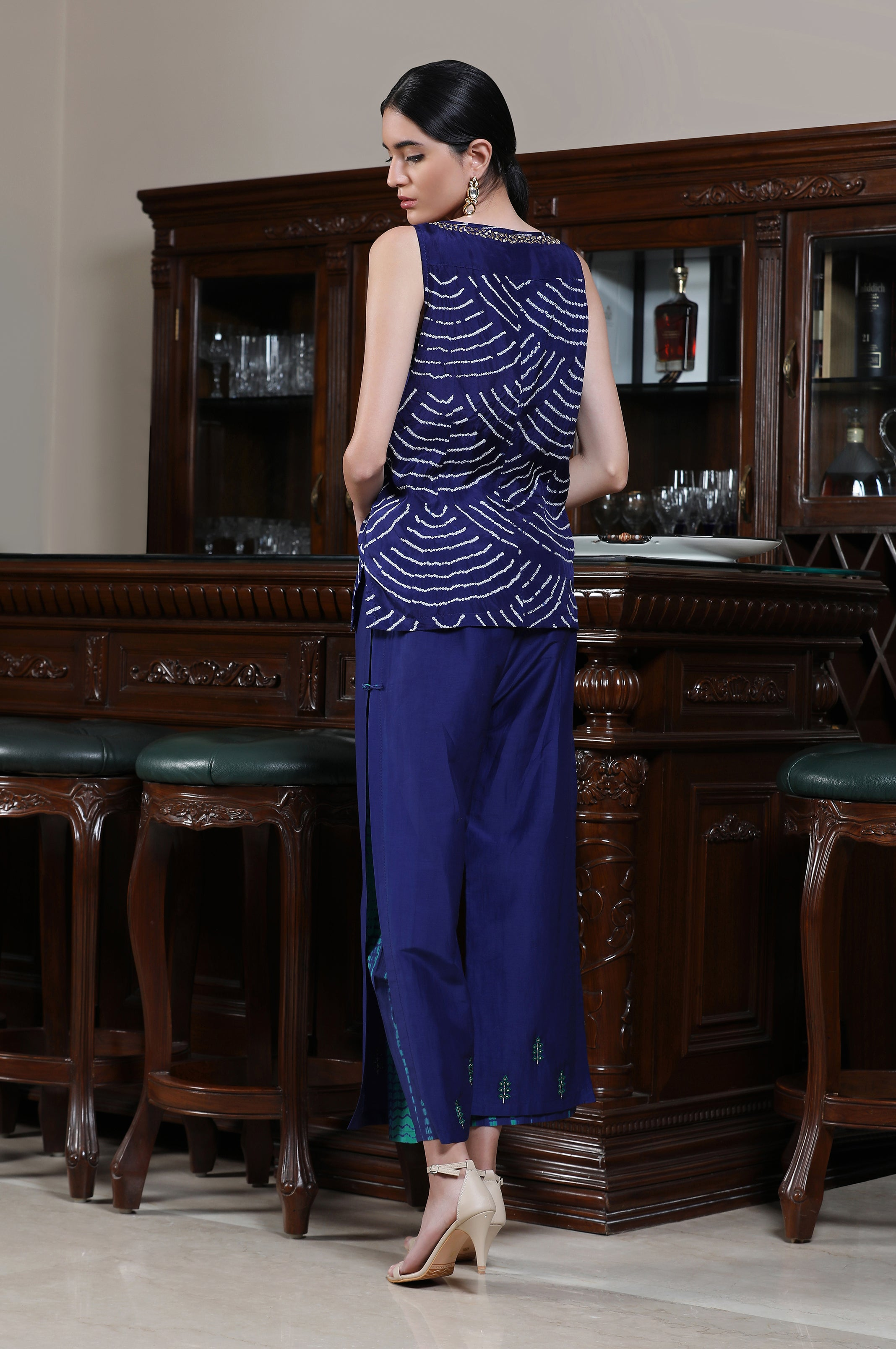 Bandhej Sleeveless Tunic with Double Layer Farshi