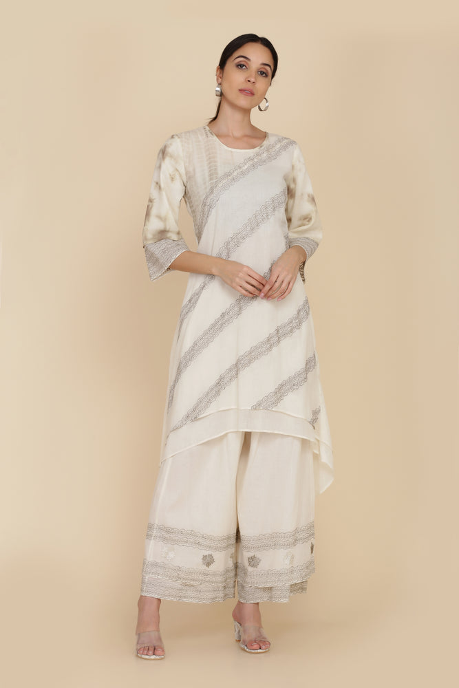 ASSYMETRICAL KURTA WITH FARSHI