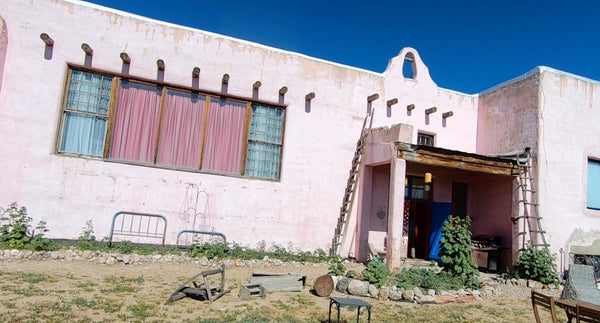 Tres Pedres New Mexico, Old Pink Schoolhouse
