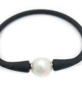Load image into Gallery viewer, Natural Cultured Pearl Black Rubber Bracelet