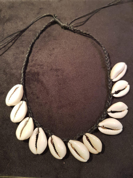 Kauri Shell Necklace Black