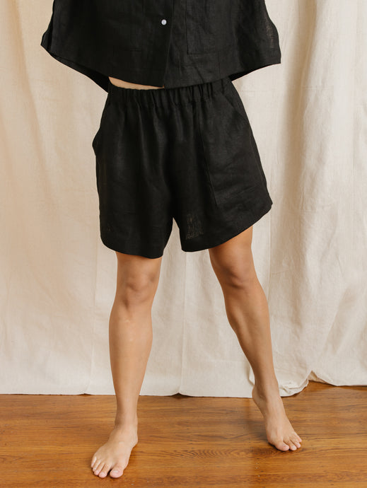 Easy Shorts in Black Linen