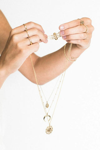 Stop necklace tangling
