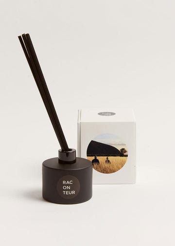 THE RACONTEUR Red Centre Reed Diffuser | Deko International