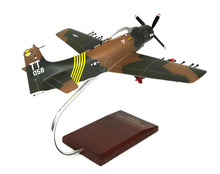 Load image into Gallery viewer, Douglas A1H Skyraider USAF Model Scale:1/40