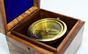 Gimbel compass with wooden box