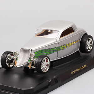 1:18 Scale 1933 Ford Model B Coupe Deluxe Tudor