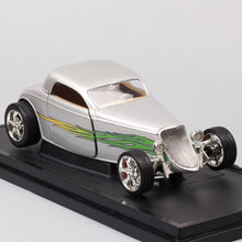 Load image into Gallery viewer, 1:18 Scale 1933 Ford Model B Coupe Deluxe Tudor