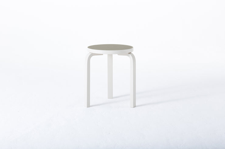 60 Stool - White Lacquer/Pebble