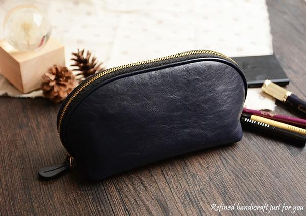 products/Handmade_Italian_Leather_Cosmetic_Bag_Toiletry__1_grande_7ff6df30-226d-474b-bce1-7862f765daea.jpg