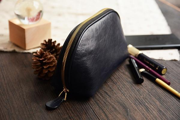 products/Handmade_Italian_Leather_Cosmetic_Bag_Toiletry__2_grande_b65bfe63-0eb5-458f-befd-379840284235.jpg