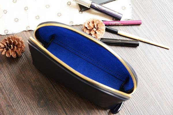 products/Handmade_Italian_Leather_Cosmetic_Bag_Toiletry__4_grande_a2f8b4f9-9152-45b3-ba12-1da04ada7cd4.jpg