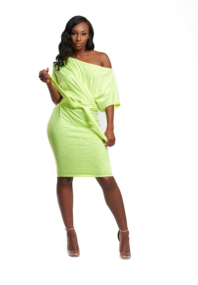 Midi self tie twist dress features, a stretchy fabric, round neck, short sleeves, back strap tie, no closures.