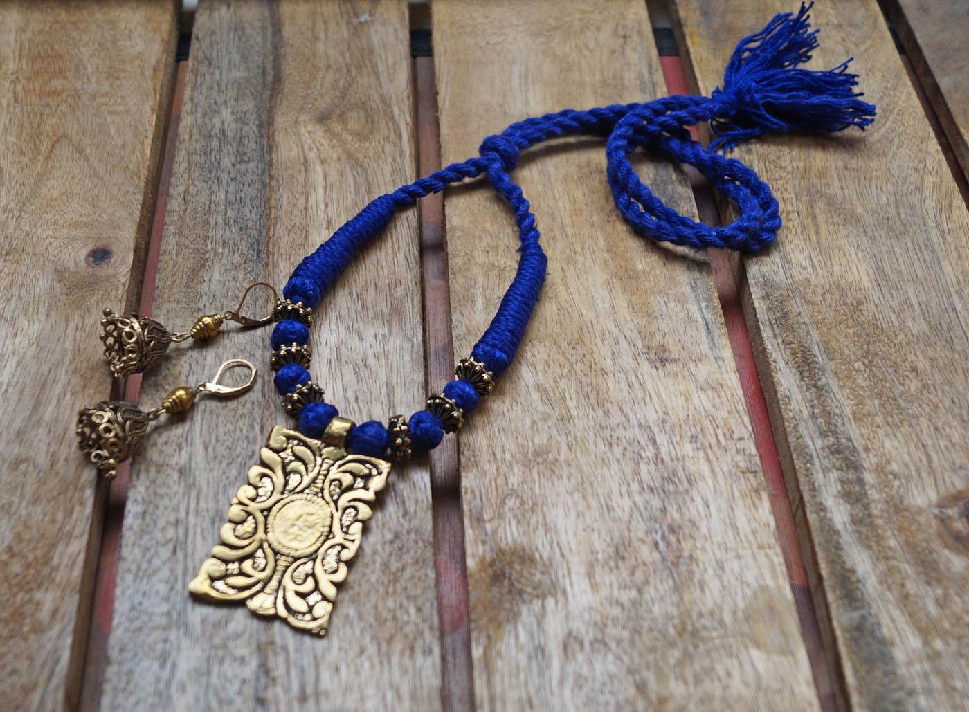 Blue Antique Rectangular Choker