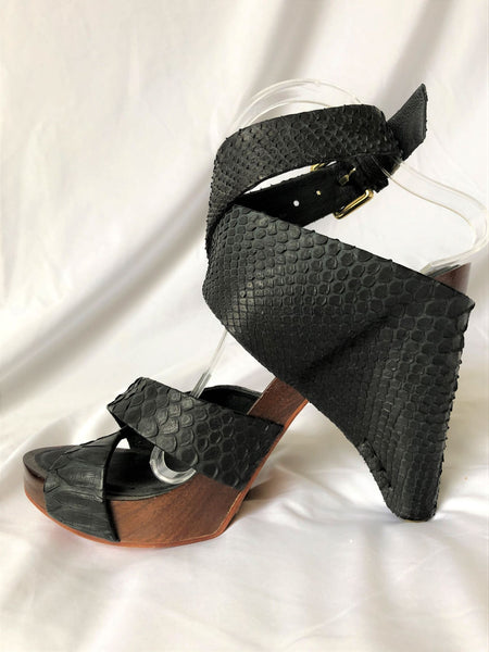 The Tui Collection Size 8.5 Black Snakeskin Platform Sandals