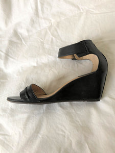 Frye Size 7 Black Leather Sandals